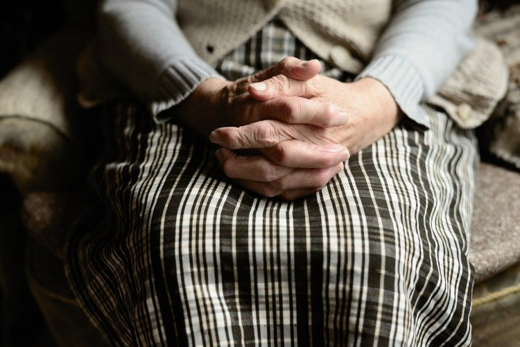 Как остановить бабушку? Или как убедить старшее поколение соблюдать карантин