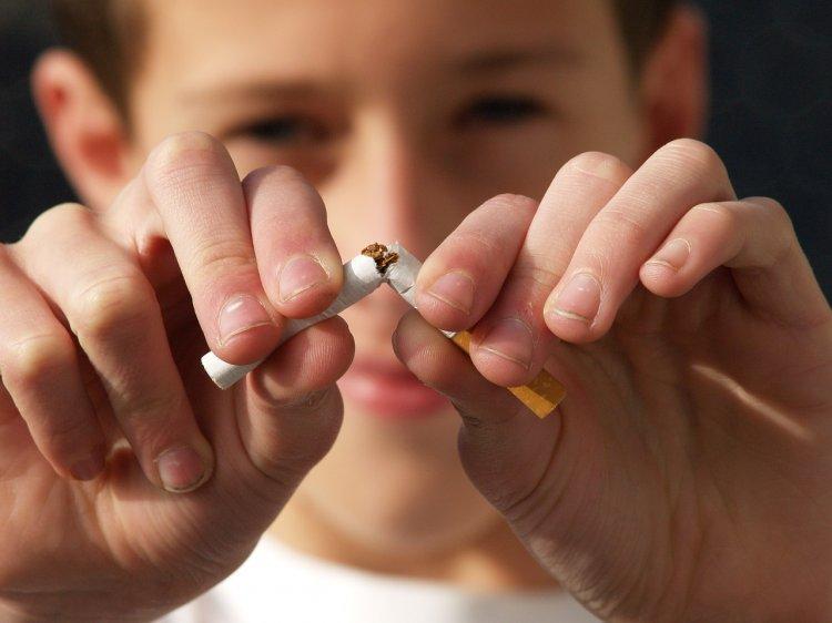 Врачи объяснили, почему детские попытки покурить надо строго пресекать