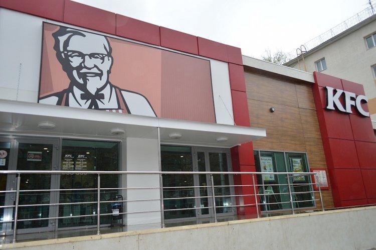 KFC выплатит тысячу долларов каждому заболевшему COVID-19 сотруднику в РФ