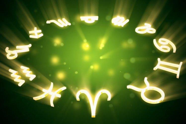 Гороскоп на 18 апреля по всем знакам Зодиака: Овны – действуйте по интуиции, Девы – вам улыбается удача!