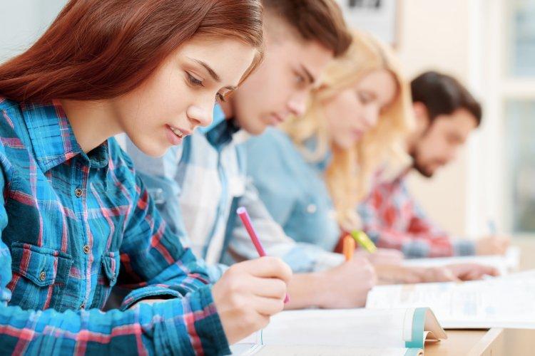 Выпускники в этом году будут сдавать только два предмета ЕГЭ