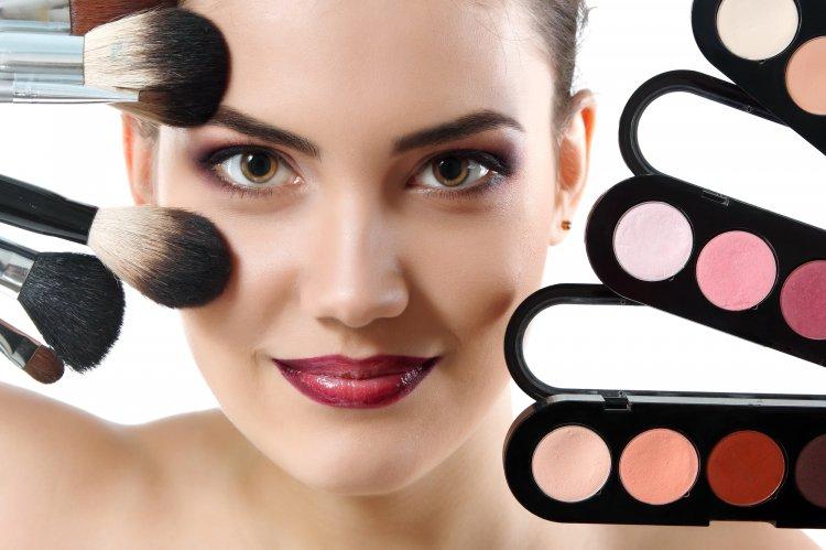 Визажисты назвали 5 ошибок в макияже, которые старят даже идеальную внешность