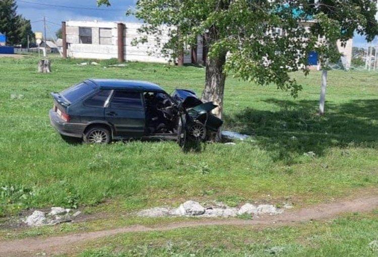 В Башкирии машина с пьяным водителем вылетела в кювет и врезалась в дерево