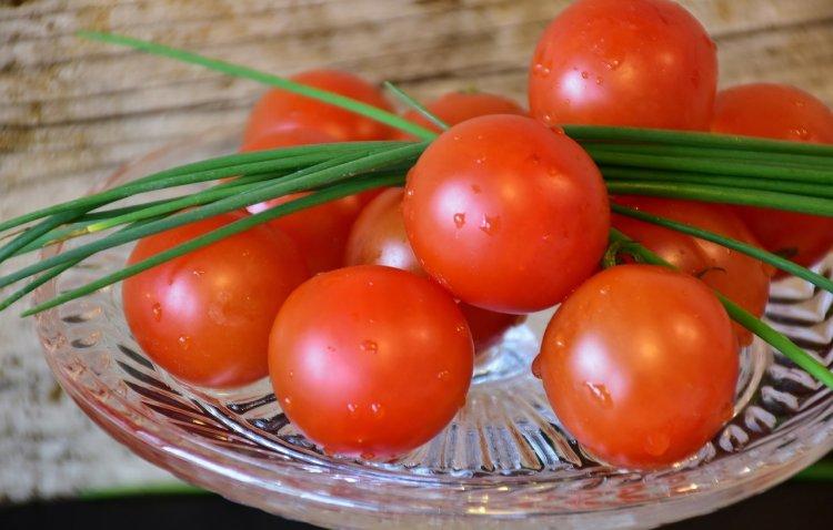 Стоит ли хранить помидоры в холодильнике?