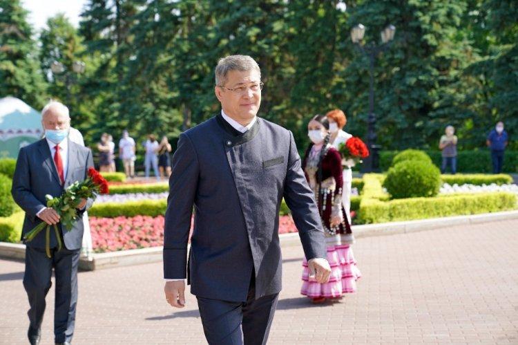 Уфимский модельер рассказал, откуда взял идею костюма Хабирова