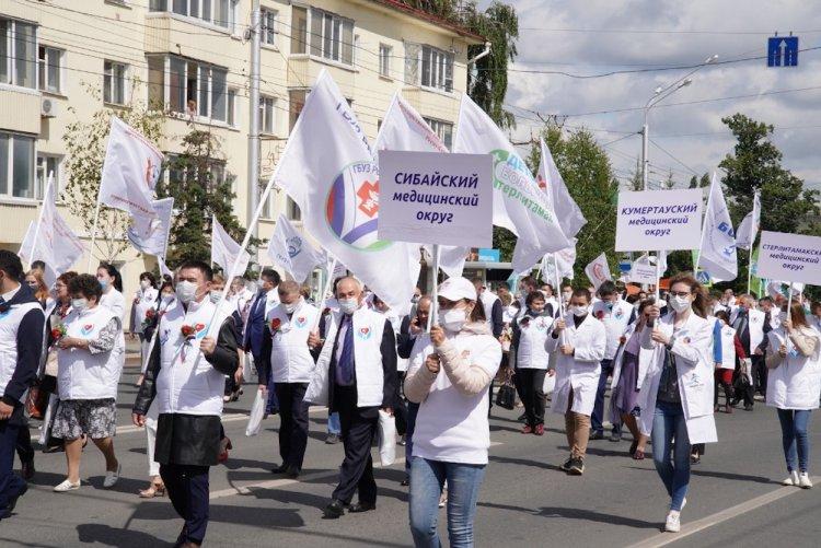 В Уфе прошел парад медицинских работников