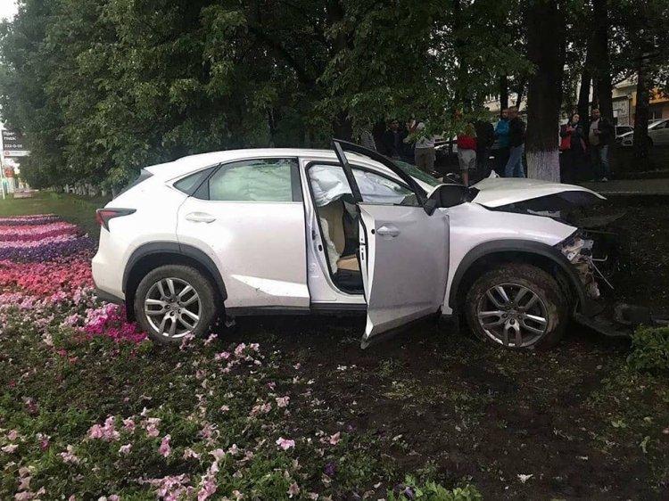 Смертельное ДТП в Уфе: Lexus с тремя женщинами влетел в столб