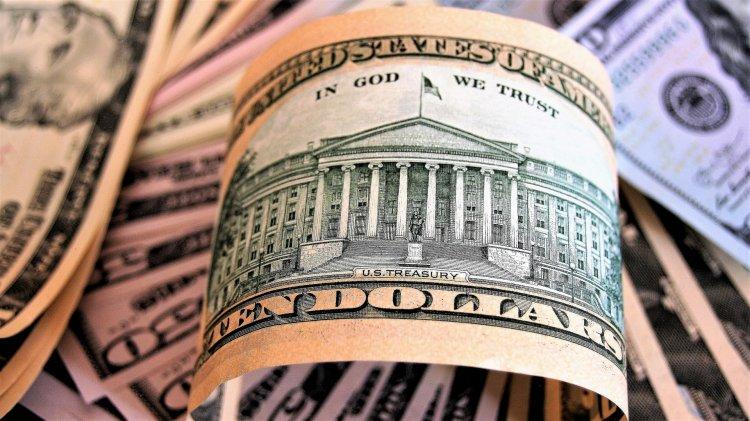 Глава Сбербанка предсказывает падение доллара к концу 2020 года