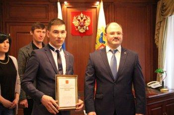 Алексей Касьянов наградил уфимского врача, спасшего утопающего мальчика