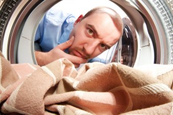 Специалисты перечислили 5 вещей, которые нельзя класть в стиральную машину