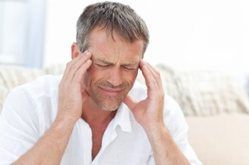 Мясников сообщил жителям в России о пользе антидепрессантов при головной боли у человека