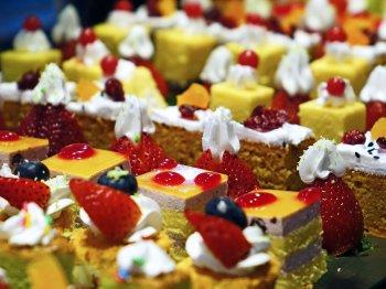 Крупнейшие российские кондитеры сообщили о росте цен на конфеты, торты и вафли