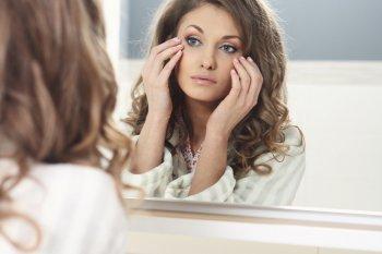 Дерматолог назвал 10 правил, которые позволят сократить морщины