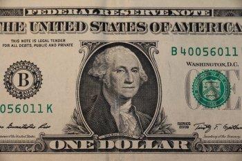 Российский финансист Бабин назвал момент, когда доллар рухнет быстрее рубля