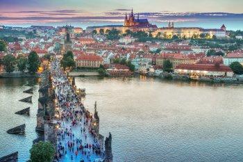 Чешские сенаторы отложили вопрос о выдвижении обвинений в измене против президента Земана