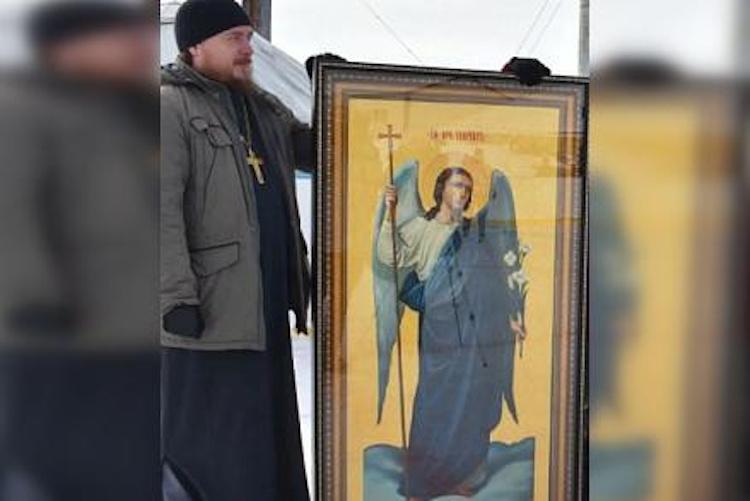 Лик иконы Архангела Гавриила проявился на двери старого дома в Зианчуринском районе Башкирии