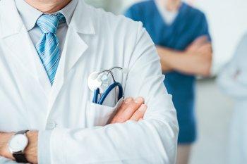 Российский доктор Мясников научил мужчин распознавать рак