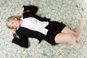Будут купаться в деньгах! Три знака зодиака, которых май 2021 года порадует денежным изобилием