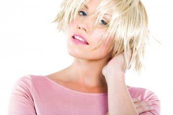 Каре с эффектом мокрых волос: Модная прическа на лето 2021 года, которая придает красивый объем