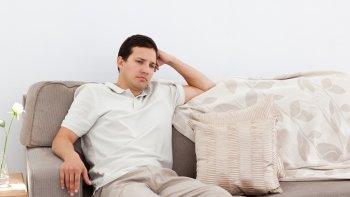 Усталость у человека может быть последствием легко перенесенного коронавируса COVID-19