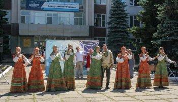 На площади перед СФ БашГУ открыли Аллею ученых и писателей