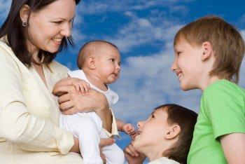 Минтруд разработает в России единые правила поддержки семей с детьми
