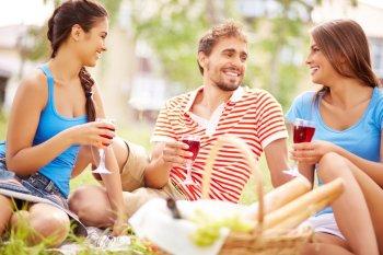 Полюбившиеся гражданам в России продукты запретили сочетать с вином