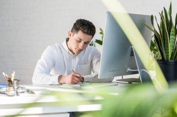 Роспотребнадзор порекомендовал работодателем сократить рабочий день при высокой температуре воздуха