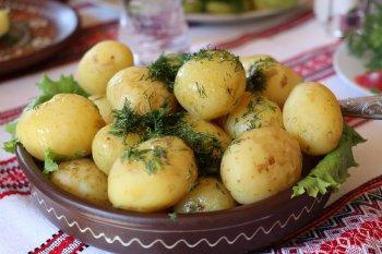 Употребление вареного или печеного картофеля снижает артериальное давление у человека
