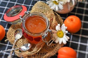 Царское варенье из абрикосов «Пятиминутка»: вкусный, ароматный и быстрый рецепт