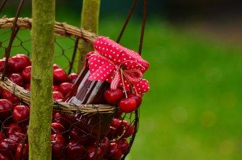 Вишневое варенье с грецким орехом: царский рецепт ягодного лакомства
