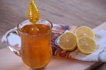 Медики рассказали, какой мед лучше всего помогает чистить артерии от жира
