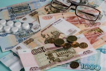 Размер пенсий граждан в России в реальном выражении снизился в июне до 15,8 тыс. рублей