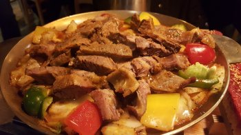 Свиные ребра с тушеными овощами на сковороде: рецепт вкусного ужина для всей семьи