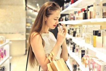 Эксперты раскрыли правила хранения парфюма, которые сохранят аромат на годы