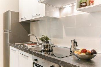 Зачем нужно надевать целлофановый пакет на кран на кухне: трюк от опытных хозяек
