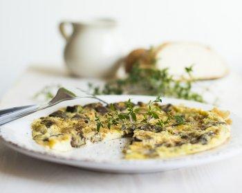 Вкусный французский омлет с сыром: простой рецепт сытного завтрака на скорую руку