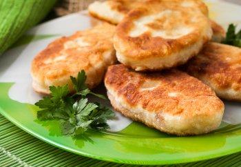 Как у бабушки! Вкусные и нежнейшие жареные пирожки с яйцом и картофелем
