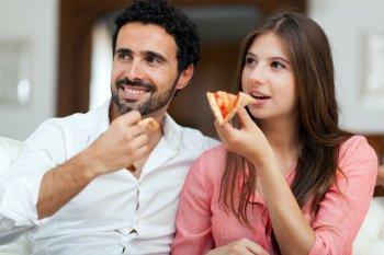Диетолог назвала гражданам в России правильную недельную порцию сладостей, пиццы и алкоголя