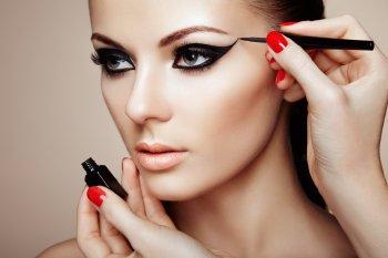 Модный макияж 2021: Как создать образ уверенной в себе женщины с помощью макияжа