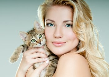 Ветеринар Лесли Лайонс выявил 95% генетического сходства между человеком и кошкой