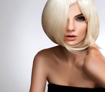 Идеальный макияж 2021 для блондинок: все внимание на глаза и губы