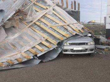ГУ МЧС по РБ: в Башкирии ураган снес крыши домов, торговых центров и школ