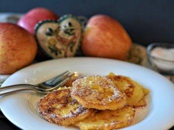 Вкусный и простой рецепт невероятных оладий из кабачков и яблок