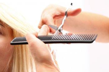 Стилисты перечислили придающие густоты волосам модные стрижки 2021