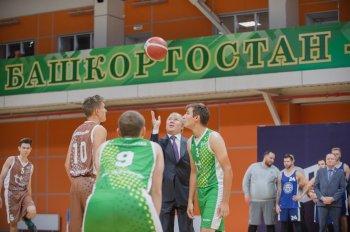 Премьер-министр Башкирии Андрей Назаров открыл новый баскетбольный сезон «Движение вверх»