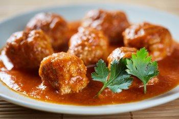 Рецепт быстрой и вкусной подливки для котлет, как в столовой: повар раскрыл простой секрет